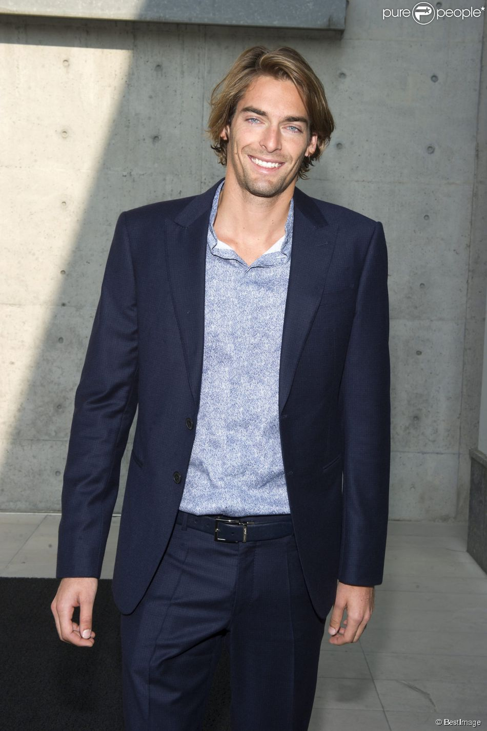 Camille Lacourt au défilé de mode Giorgio Armani, collection printemps-été 2014, lors de la fashion week de Milan, le 23 septembre 2013