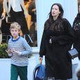 Liv Tyler, enceinte, avec son fils Milo dans les rues de New York, le 21 octobre 2014.
