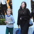 Liv Tyler, enceinte, avec son fils Milo à New York, le 21 octobre 2014.