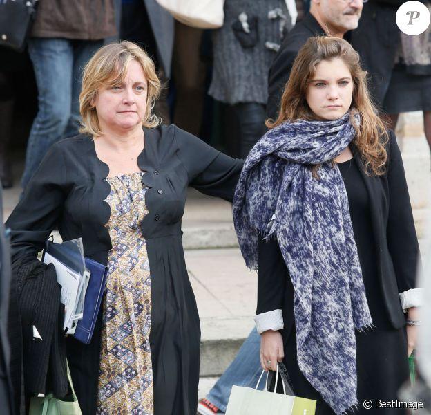 Dominique Rousseau (fille de Marie Dubois) et sa fille - Obsèques de la comédienne Marie Dubois en l'église de Ville-d'Avray le 22 octobre 2014.