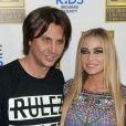 """Jonathan Cheban et Carmen Electra lors de la soirée """"Fright Night to Raise Awareness for Safe Kids Worldwide"""" organisée au Blue Martini Lounge à Boca Raton en Floride, le 23 octobre 2014."""
