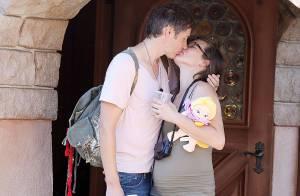 Milla Jovovich : Très enceinte, elle s'offre une virée câline en famille