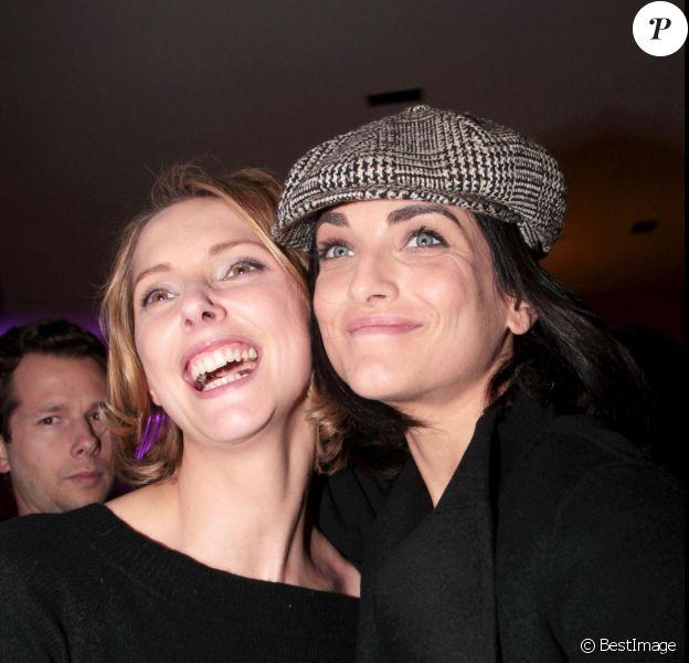 Frédérique Bel et Pauline Delpech lors du prix littéraire Bel Ami, Destin de femme, à l'hôtel Bel Ami à Paris, le 9 mars 2011