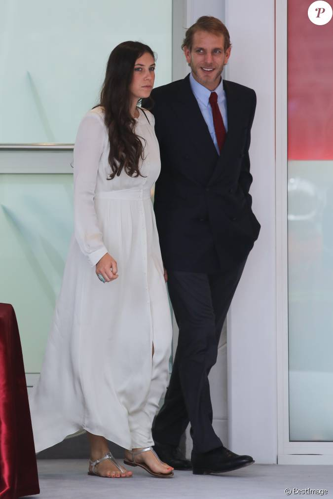 andrea casiraghi et sa femme tatiana santo domingo au grand prix de formule 1 de monaco le 25. Black Bedroom Furniture Sets. Home Design Ideas