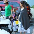 Exclusif - Anthony Kiedi est allé chercher son fils Everly en voiture de golf avec sa petite amie Helena Vestergaard à Malibu. Le jeune Everly est heureux de conduire la petite voiture. Le 29 octobre 2014.