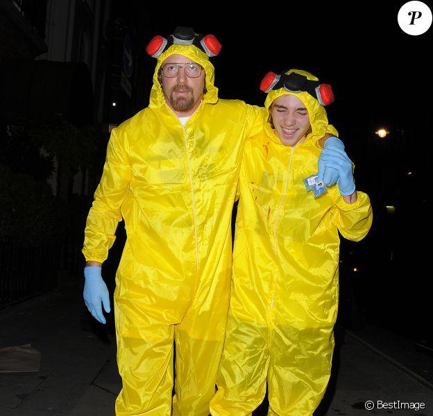 Guy Ritchie et son fils Rocco Ritchie en costumes d'Halloween à la sortie de la soirée Unicef à Londres, le 30 octobre 2014.