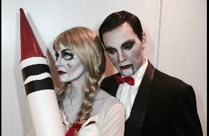 Courteney Cox : Poupée creepy avec son chéri pendant que David Arquette se lâche