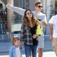 Jessica Alba est allée au cinéma avec son mari Cash Warren et leurs filles Honor et Haven à Los Angeles, le 8 novembre 2014