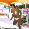 Exclusif - Eva Longoria profite d'un après-midi ensoleillé sur une plage de Miami. Le 7 novembre 2014.
