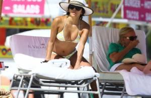 Eva Longoria : Canon en bikini, elle se dore la pilule