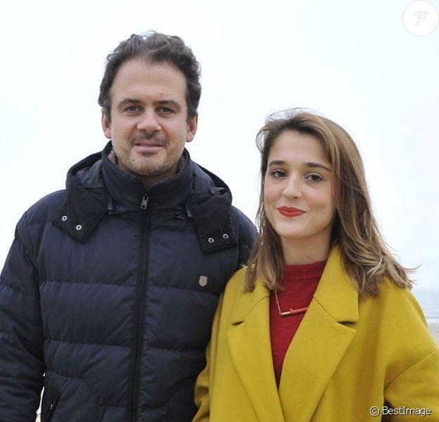 Lola Bessis et Ruben Amar posent pour le photocall du film Swim Little Fish Swim lors du Festival du Cinéma et Musique de Film de La Baule le 22 novembre 2014