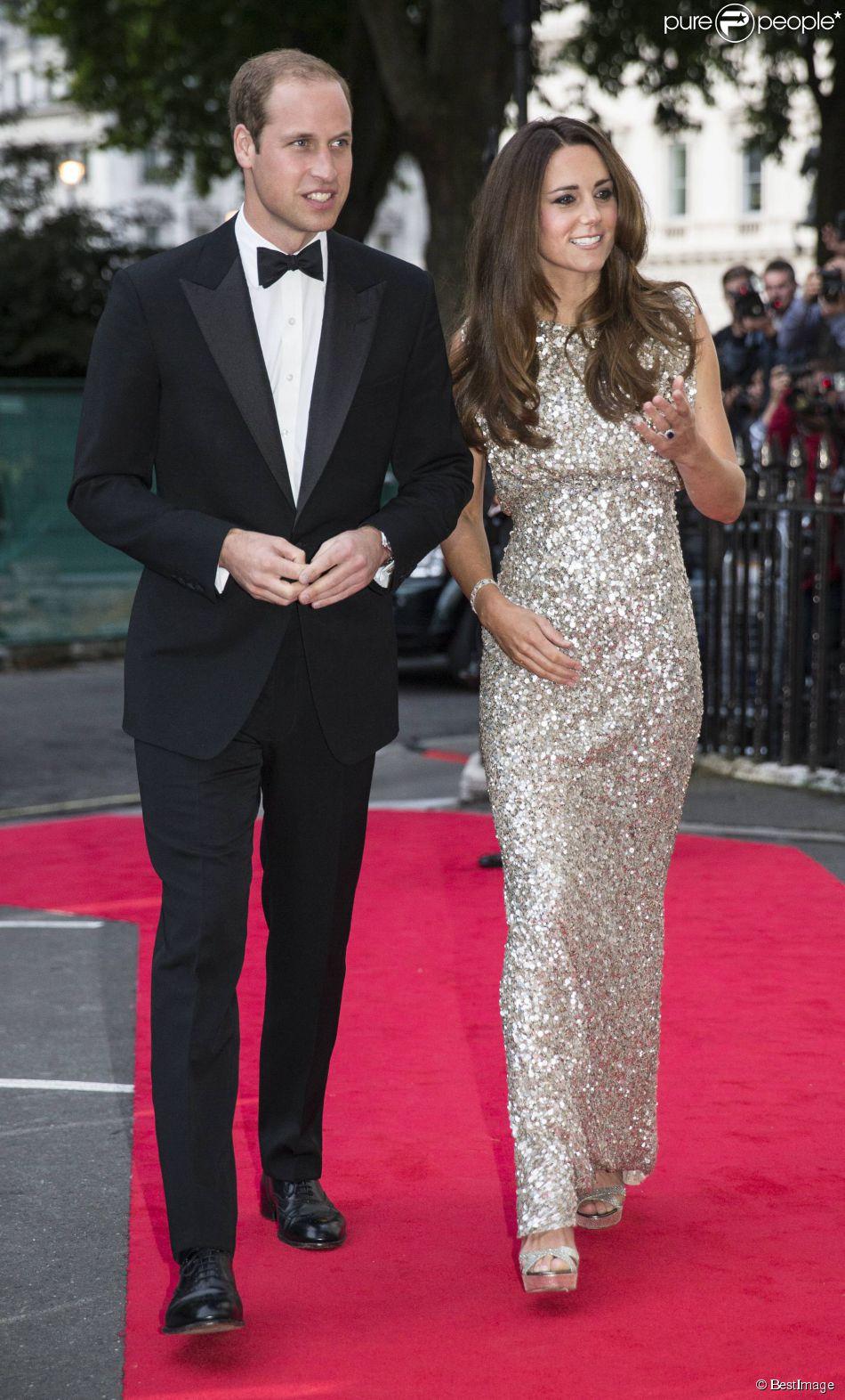 Kate Middleton faisait le 12 septembre 2013 son grand retour officiel après la pause maternité auprès du prince William pour les premiers Tusk Conservation Awards.