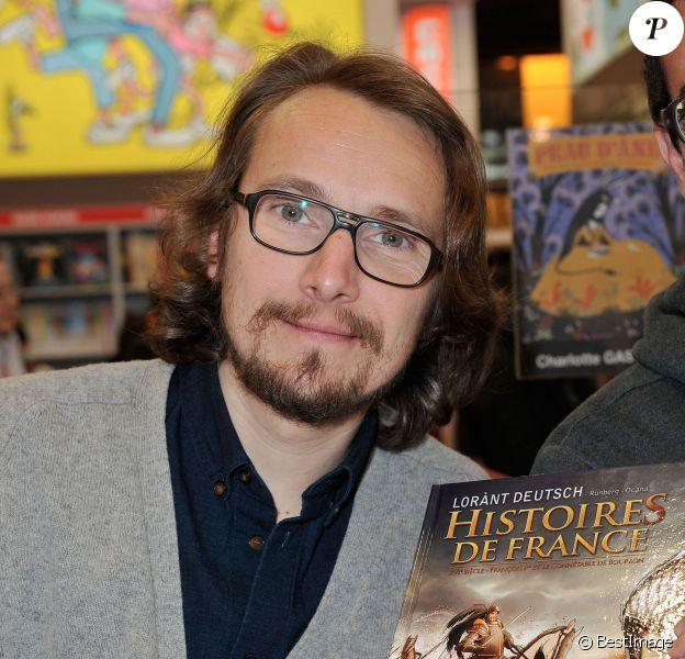 Lorànt Deutsch - 33e édition du Salon Du Livre Porte de Versailles à Paris, le 23 mars 2013.