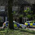 Les officiers de la police scientifique ont inspecté la maison de Peaches Geldof, où elle a été retrouvée morte la veille, le 8 avril 2014. La propriété, située à Wrotham dans le Kent, semble avoir été abandonnée depuis par Tom Cohen et leurs deux fils.
