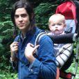 Peaches Geldof adore prendre des photos de ses enfants Astala et Phaedra sur les réseaux sociaux. Le 8 juillet elle a d'ailleurs posté de nombreux clichés de ses bébés sur Instagram. Ici on peut voir Astala, 1 an, et son père Thomas Cohen.