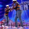 """Numéro de rap de Romuald et de son jumeau - """"La France a un incroyable talent 2015"""" sur M6. Episode 1 diffusé le 9 décembre 2014."""