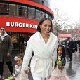 Melanie Brown et ses deux filles  Angel et Madison (7 et 3 ans) se rendent à une avant-première du film Legend of the Neverbeast à Londres. Le 7 décembre 2014.