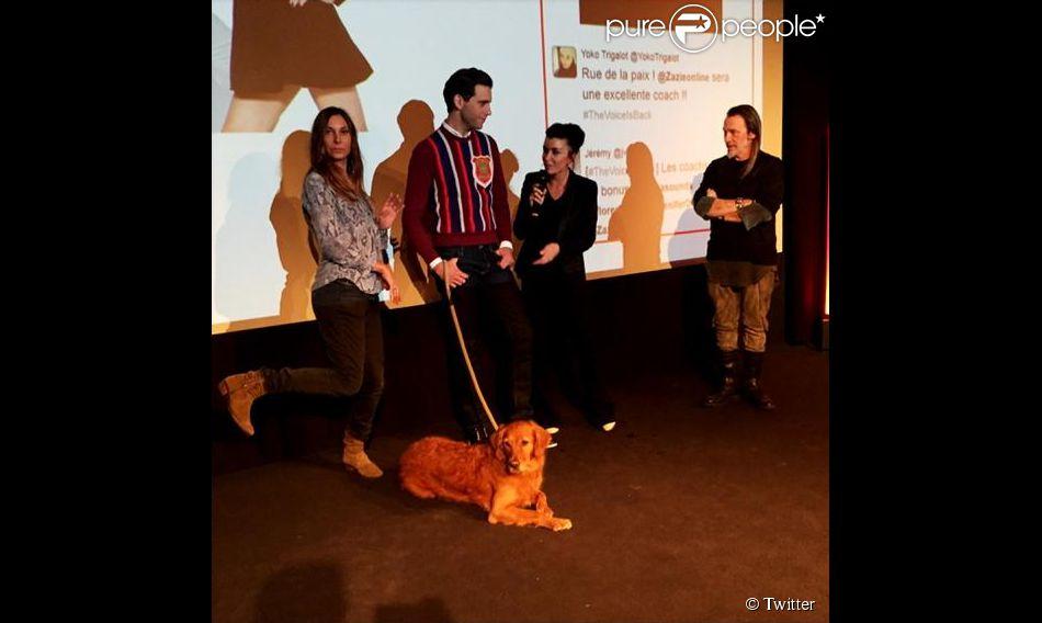 Les quatre coachs de The Voice 4 et le chien de Mika lors de la conférence de presse de lancement de The Voice 4, le 17 décembre 2014, chez TF1