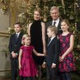 Le roi Philippe et la reine Mathilde de Belgique assistaient le 17 décembre 2014, avec leurs enfants Elisabeth, Gabriel, Emmanuel et Eléonore, au traditionnel concert de Noël, au palais royal, dédié à la mémoire de la défunte reine Fabiola.