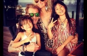 Johnny Hallyday, papa comblé : ''Mes petites filles m'aident à rester jeune''