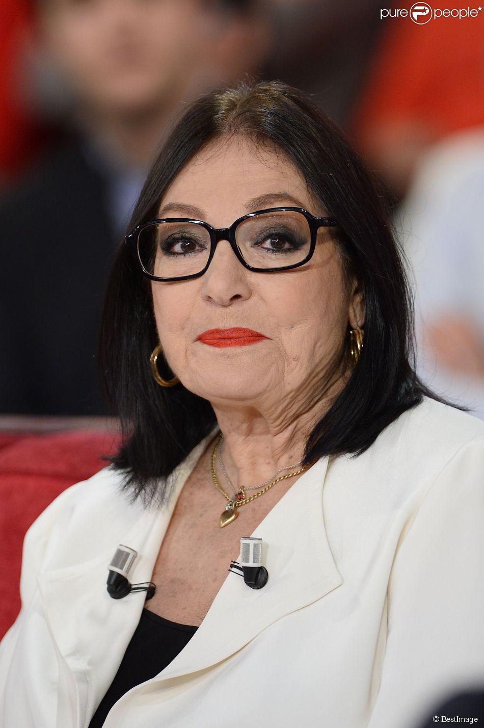"""Nana Mouskouri à l' Enregistrement de l'émission """"Vivement Dimanche"""" à Paris le 26 novembre 2014."""