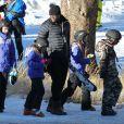 Seal fait du ski avec ses enfants Leni et Henry au Mammoth Mountain Resort à Mammoth, le 28 décembre dernier.
