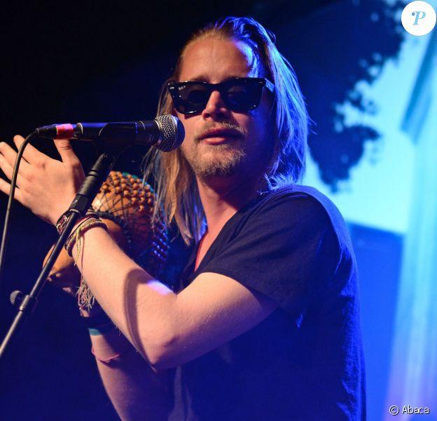 Macaulay Culkin en concert à Nottingham en Angleterre, le 25 mai 2014.