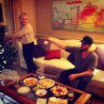 Alison Pill et Joshua Leonard décorent leur arbre de Noël, décembre 2014.