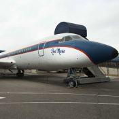 Elvis Presley : Visite de ses jets privés en vente pour une somme folle...