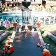 Image de la sépulture d'Elvis Presley à Graceland, sa mythique propriété de Memphis.   45 ans après sa mort le 16 août 1977, Elvis presley continue de fasciner. Les 23 et 24 juin 2012, la maison d'enchères Julien's Auctions proposera à la vente la première tombe du King, où il reposa moins de deux mois au cimetière de Forest Hill à Memphis avant d'être transféré le 2 octobre 1977 sur son domaine de Graceland, où il repose toujours, au côté de sa mère Gladys.