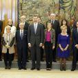 Le roi Felipe VI et la reine Letizia d'Espagne ont reçu en audience le Comité de rationalisation des horaires espagnols le 9 janvier 2015 au palais de la Zarzuela, à Madrid