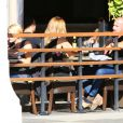 """Dominic Purcell déjeune avec sa nouvelle compagne au """"Granville Cafe"""" à Studio City, Los Angeles, le 14 janvier 2015."""