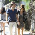 Ian Somerhalder et sa petite-amie Nikki Reed vont déjeuner au restaurant avec des amis à West Hollywood, le 7 septembre 2014.