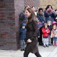 La duchesse Catherine de Cambridge, enceinte de six mois, rencontrait le 16 janvier 2015 des familles d'accueil et des enfants placés de The Fostering Network, à Islington, dans le nord du Grand Londres.