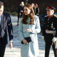 """""""  Kate Middleton, enceinte de 6 mois et habillée en Seraphine, rencontrait le 19 janvier 2015 des membres de l'association Family Friends et inaugurait dans la foulée la Kensington Aldridge Academy, à Londres  """""""