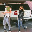 Fergie, avec Josh Duhamel et leur fils Axl se promènent à Los Angeles le 18 janvier 2015