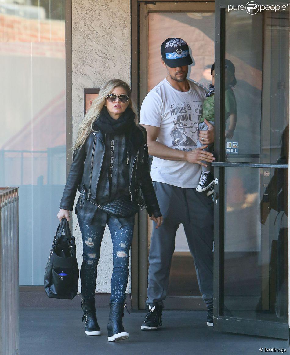 Fergie, Josh Duhamel et leur fils Axl se promènent à Los Angeles le 18 janvier 2015