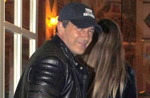 Antonio Banderas : En promo mais in love et inséparable de sa jeune Nicole