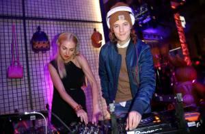 Pierre Sarkozy : À Berlin, le DJ fait la rencontre de deux jolies créatures