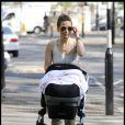 Rachel Stevens fait une balade avec sa fille Amelie dans Primrose Hill, le 19 avril 2011