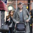Rachel Stevens et son mari Alex Bourne font du shopping chez Petit Bateau, le 6 février 2011