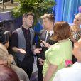 Le chanteur Lance Bass (ancien membre du boys band 'N SYNC) et son époux Michael Turchin ont assisté au mariage de 70 couples  homos et hétéros à Fort Lauderdale, le 5 février 2015. L'événement était organisé pour célébrer le passage de la loi sur le mariage sur tous en Floride.