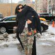 Kim Kardashian, Kanye et North West arrivent à leur appartement, à New York. Le 9 février 2015.