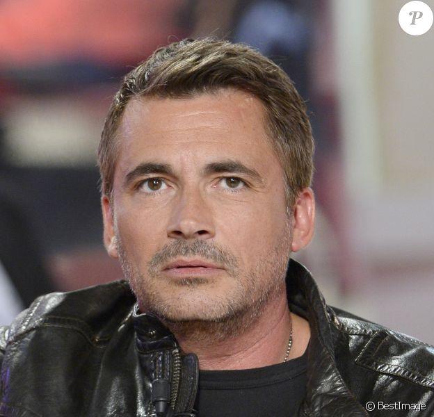 Olivier Minne participe à l'émission Vivement Dimanche en hommage à Elie Kakou à Paris le 4 juin 2014.