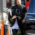 Justin Bieber s'arrête dans une station essence avant de se rendre à un studio d'enregistrement à Los Angeles, le 25 février 2015