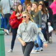 L'actrice Chloë Moretz s'amuse avec des amies à Disneyland, Anaheim le 27 février 2015