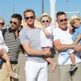 Neil Patrick Harris, son mari David Burkta et leurs enfants les jumeaux, Gideon Scott et Harper Grace à Saint-Tropez le 9 août 2013. A leurs côtés, David Furnish et son fils aîné