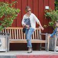 Sarah Michelle Gellar et sa fille Charlotte s'arrêtent chez Brentwood Country Mart, le 18 mars 2014