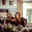 """"""" La reine Rania de Jordanie a organisé le 21 mars 2015 un déjeuner à l'occasion de la Fête des mères, invitant des pensionnaires de maisons de retraite. """""""