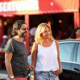 John Mamann et Dorothée se promènent à Saint-Tropez, le 27 juillet 2014.